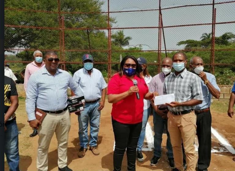 Dedican torneo de Softball en Bajabonico Arriba Municipio de Altamira, a la Directora Provincial de Educación Puerto Plata, Licda Leonidas Payamps Cruz (Sarah)