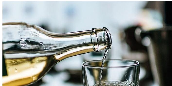 Mueren dos hombres por consumo de alcohol adulterado en Puerto Plata